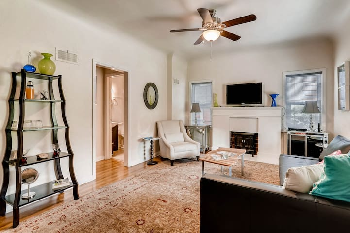 Gorgeous 1BR in Spectacular Downtown Location!