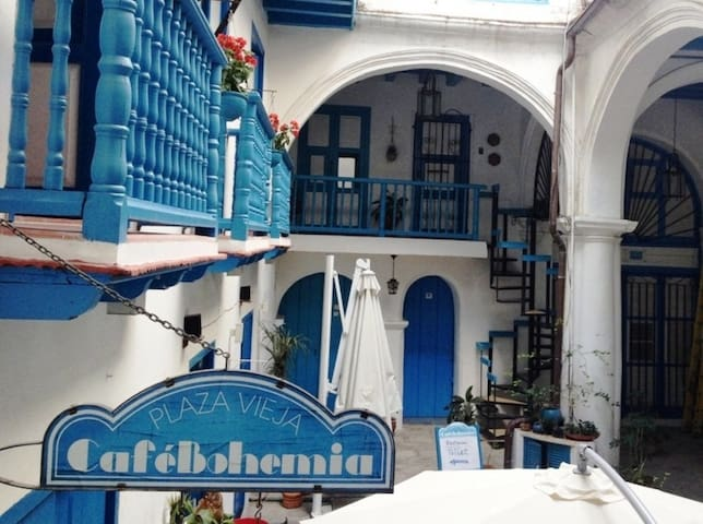 Your little colonial house in Plaza Vieja