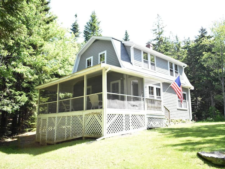 Charming Cottage just a short walk to Pemaquid Beach!