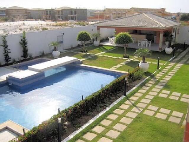 Casa 3/4 condomínio piscina praia - Salvador - Huis
