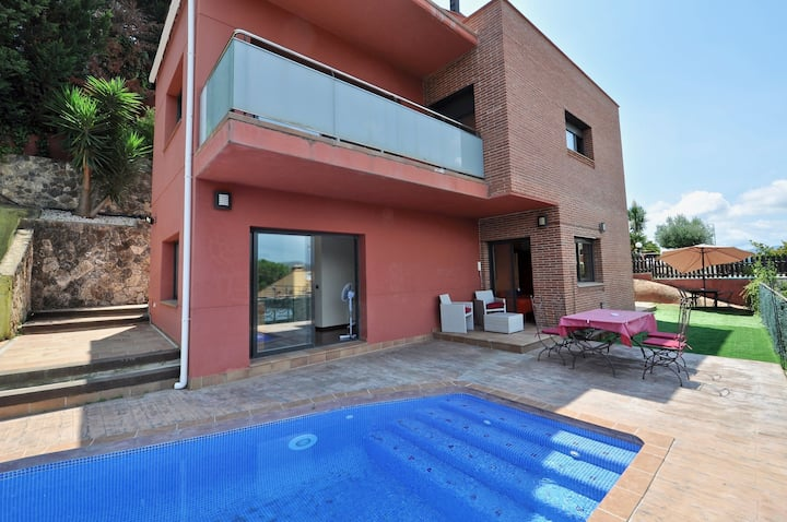 Villa Carmens, panoramic mountain views, private pool, 4 bedrooms, 8 people, barbecue, recreation area