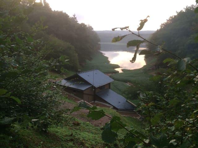 Chalet dans le Morvan au bord du lac de Chaumeçon - Brassy
