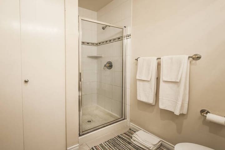 """Pierre - Jul 2015: """"The room and bath were very clean and comfortable. We had everything we needed."""""""