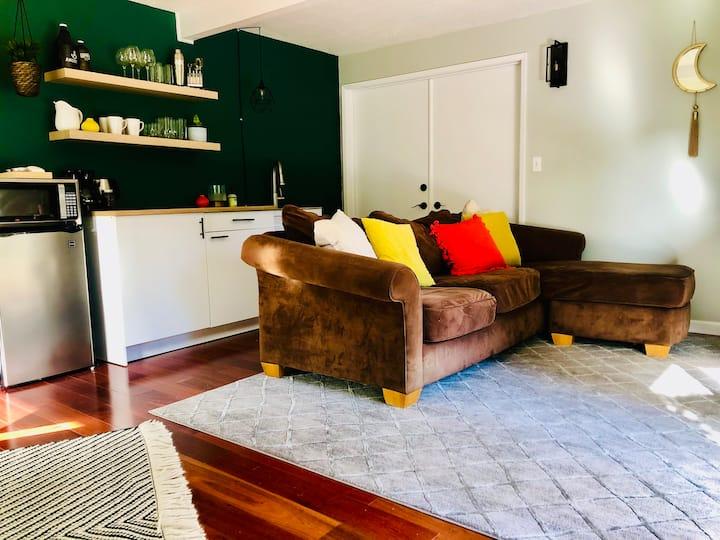 Monzie's Green Suite