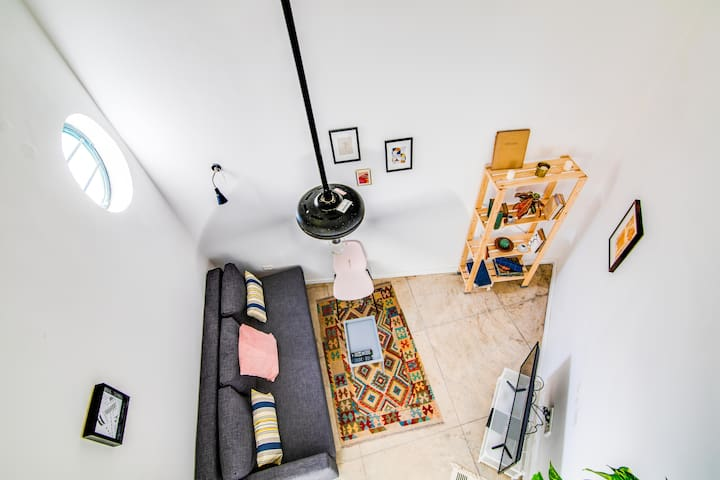 Cozy authentic loft next to flea market - Jaffa!