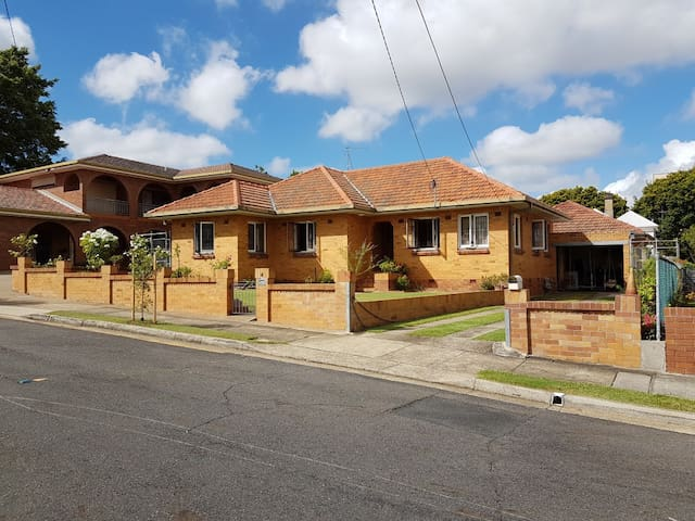 Family friendly house in quiet part of New Farm - New Farm - House