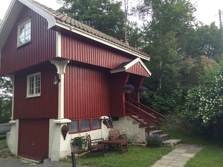 Landlig og sentralt stabbur - Cosy cabin