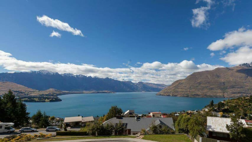 Stunning views and private ensuite - Queenstown - Casa
