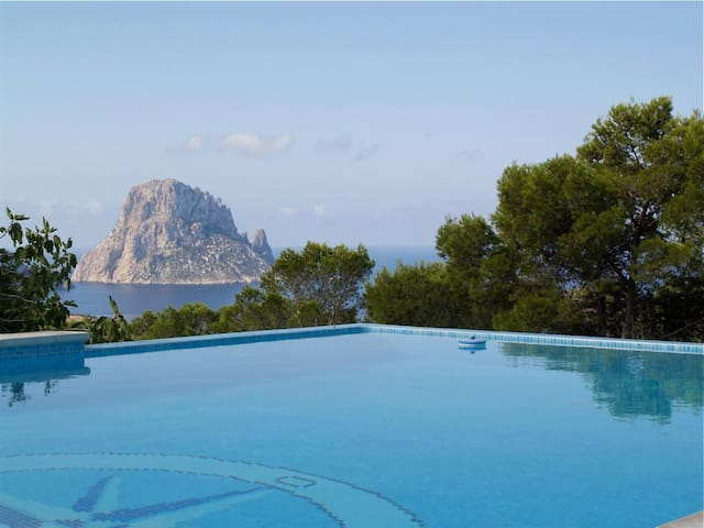 Villa Vedra for 8 guests, with views of the sea and Es Vedra island! Catalunya Casas