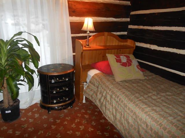 Room 10 minutes ski Tremblant - Le mandarin - Saint-Faustin-Lac-Carré - Rumah