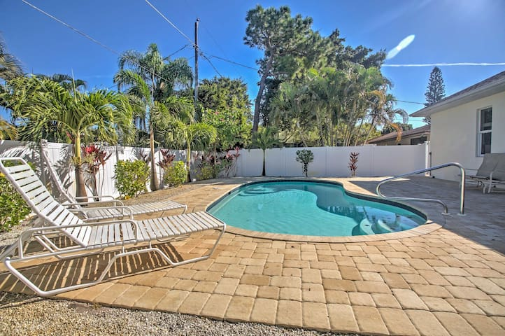 Chic 3BR Naples Home w/ Private Pool! - Napels - Huis