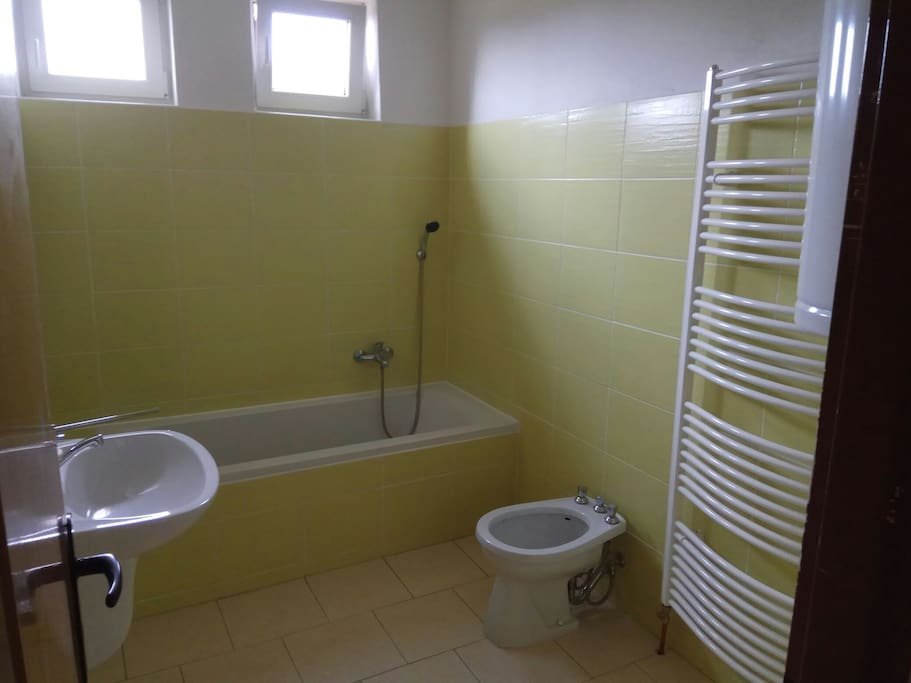 Koupelna s vanou a bidetem