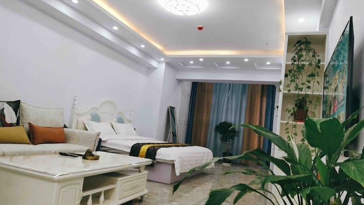 【夜华公寓】万达广场·清新自然·大床房·密码锁
