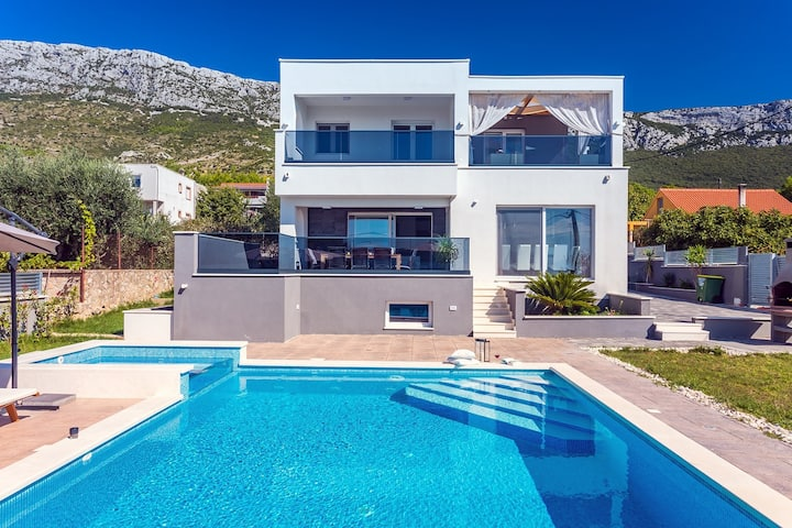 Seaview Villa Stanka with Pool and attached Jacuzzi (nonheated)