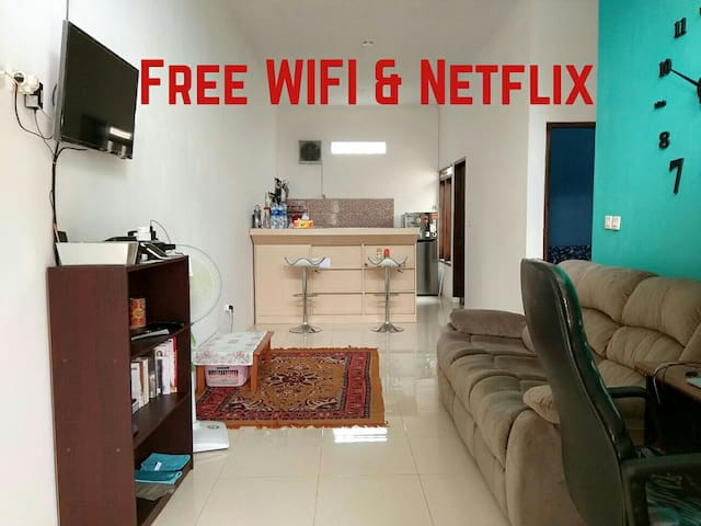 Smart House: WiFi, Netflix, TV - Bandung