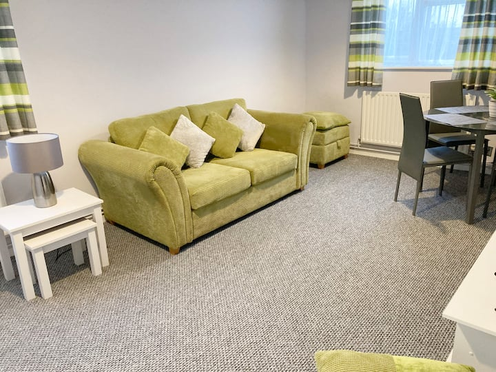 Stevenage 1 Bedroom Garden Apartment Sleeps 4.