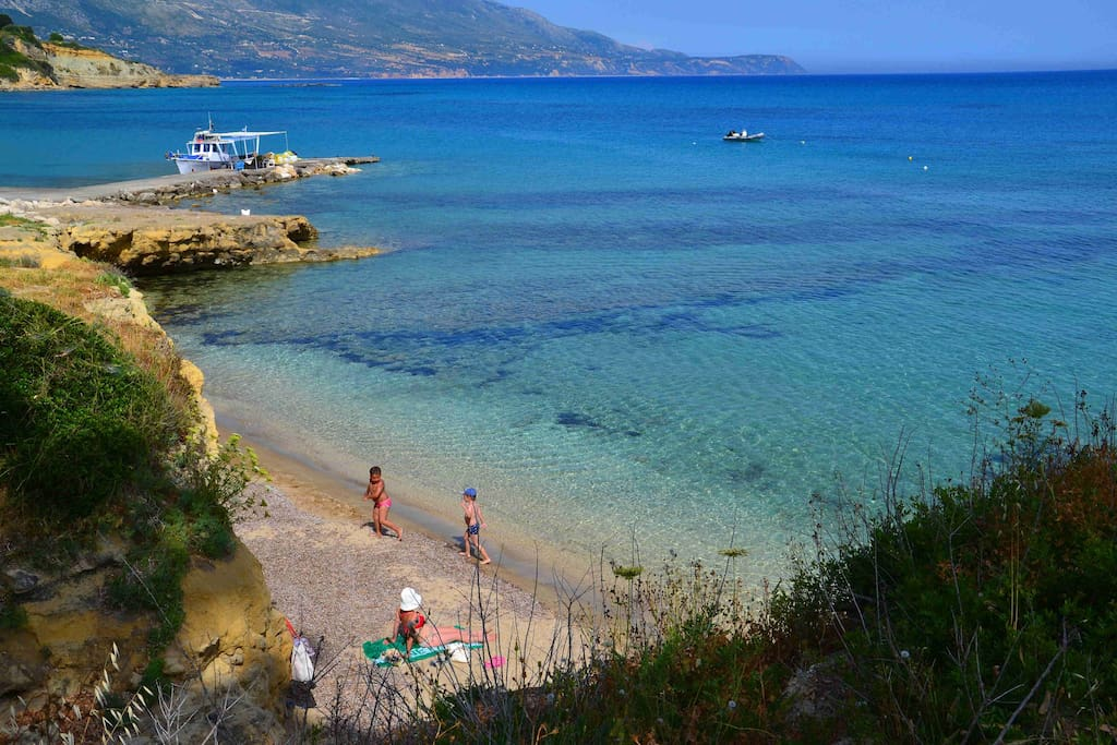 Spartia beach:shallow waters,sandy coast,above- & underwater rocks for cliff jumping & snorkeling!