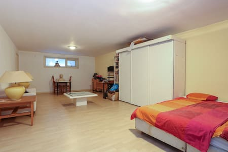 Budget room in B&B (max 2+2) +pay for bathroom use - Wageningen - 家庭式旅館