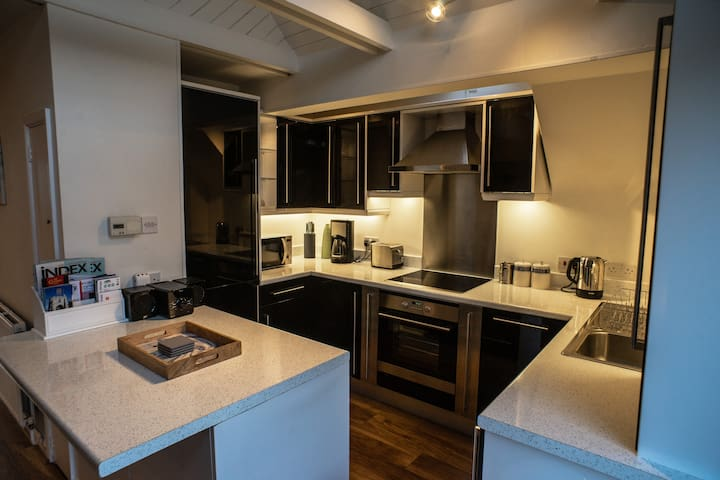 Fully fitted Kitchen with Dishwasher