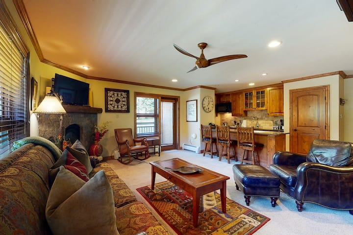Ski-in/out, mountain view condo w/ fireplace, fast WiFi, shared hot tubs/pool/WD