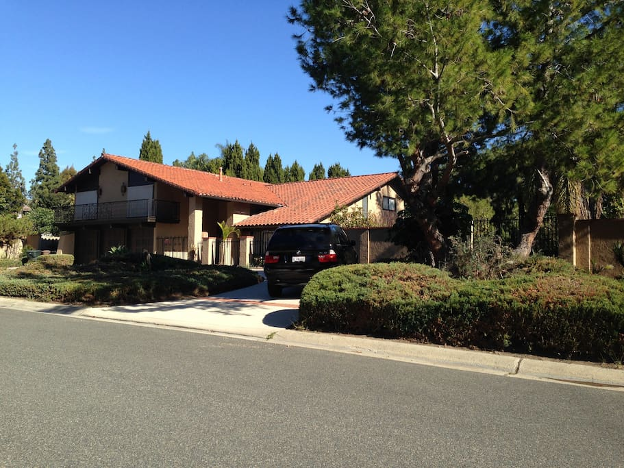 Spacious 4000 sq ft on 1 acre