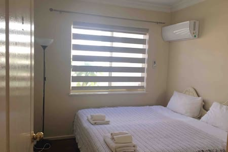 Room 3 Large Comfy House in Manning Near Perth CBD