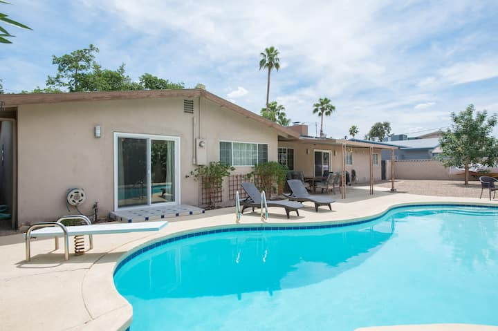 Amazing Mid-century Modern 3br with beautiful pool