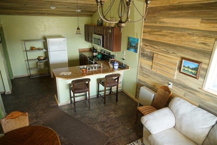 Unique Cottage, 2 bdrms, views! ~ 3 min to I-90