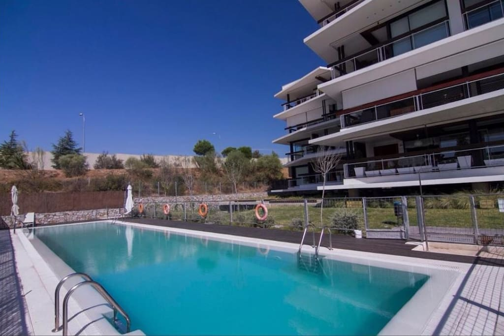 Vivienda dise o parking y piscina flats for rent in for Piscina boadilla del monte