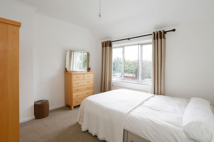 large double room in earlsfield