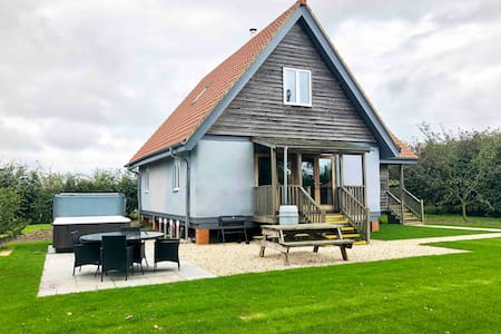 Bluebell Cottage - Private Rural Retreat