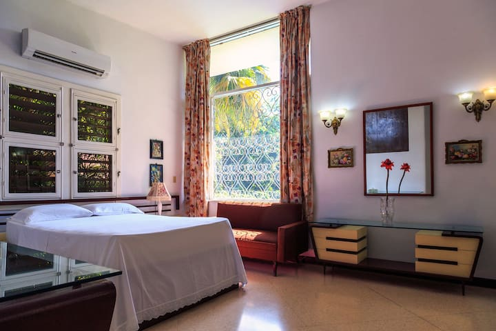 The main suite carefully decorated with a a 1950 style