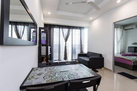 Selesa Homestay with wifi (beside AEON Mall) - Shah Alam - Appartamento