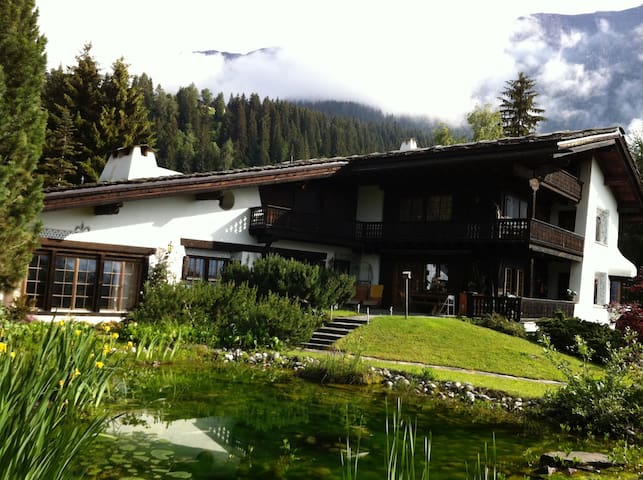 Ski-In, Ski-Out Chalet - Flims - Hytte (i sveitsisk stil)