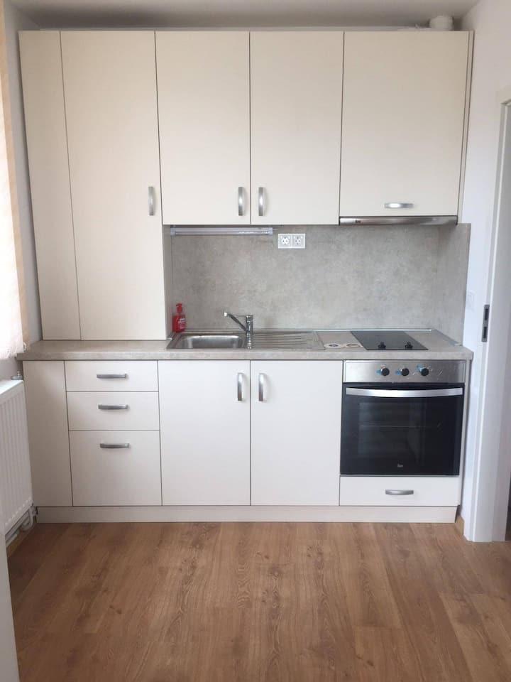 Нов, модерно обзаведен двустаен апартамент.