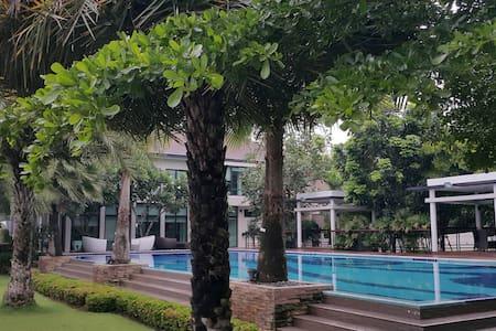 4BDR Villa&Swimming Pool near BTS Tha It @Bangkok - Bangkok