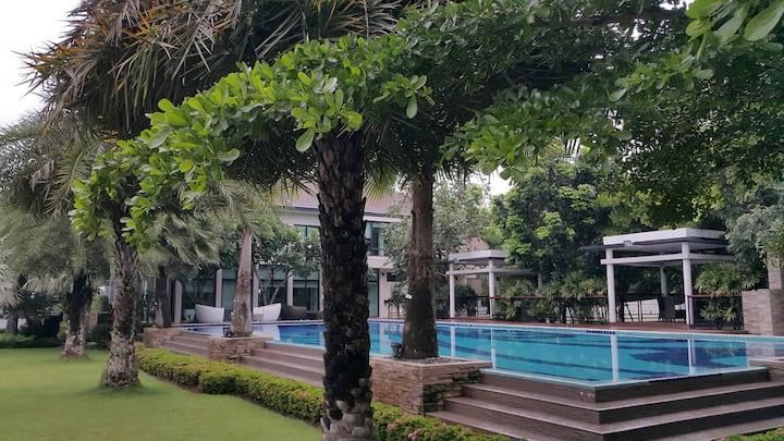 4BDR Villa&Swimming Pool near BTS Tha It @Bangkok