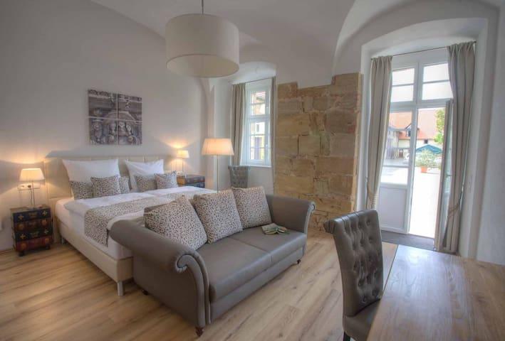 Ökonomiehof (Lichtenfels), Ferienwohnung Kloster Suite mit Regendusche und zwei Terrassen