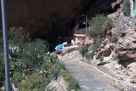 Casa cueva Manuel y María