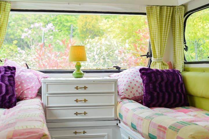 Country caravan for a B&B getaway - Streat - Bed & Breakfast