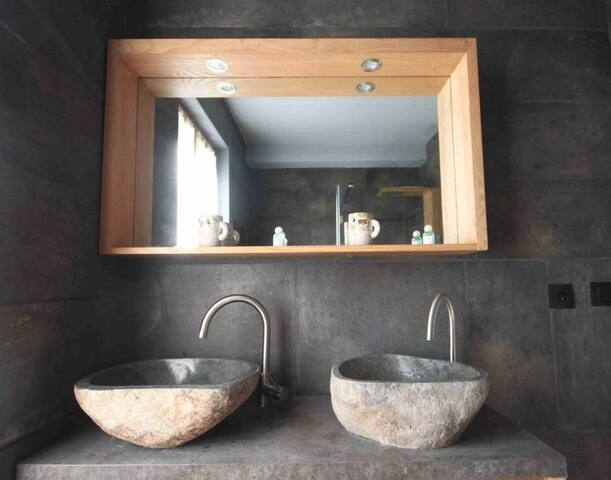 Large family bedroom in dordogne with breakfast - Anlhiac - Rumah
