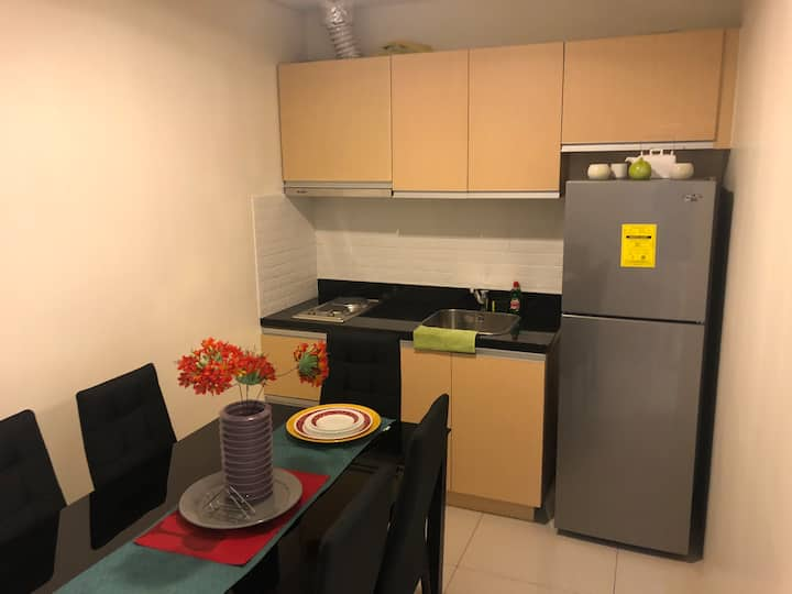 Cozy serviced apartment BGC beside Uptown Mall