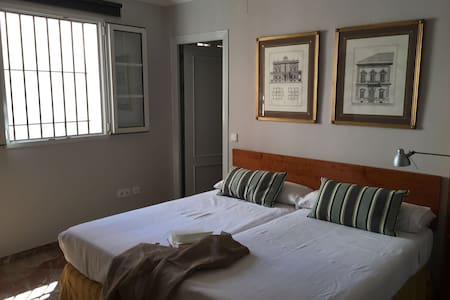 1 Hab. Barrio Santa Cruz (C) - Sevilla - Bed & Breakfast
