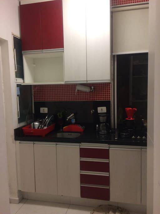 Cozinha. Podem utilizar todos os utensílios da cozinha (panela, fogão, etc. )