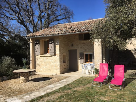 provençal hut in the heart of the luberon