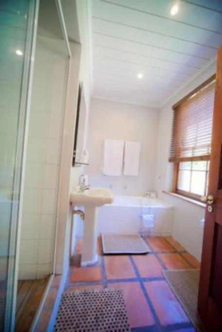 Cottage suite en-suite with shower,wc and bath