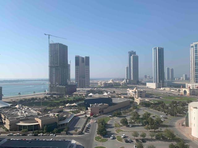 Beautiful room in 2br apartment near DXB and beach