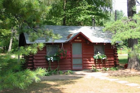 Ellis Lake Resort - Pine Log Cabin-Interlochen
