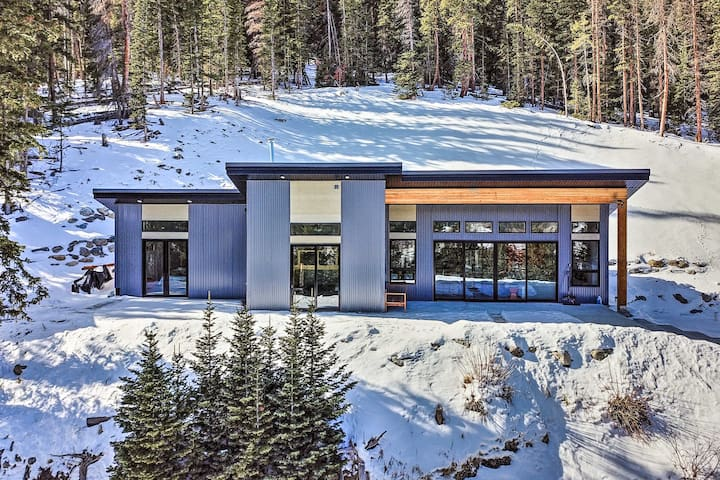 Newly Built Home: Mtn Views, 15 Mi to Breckenridge