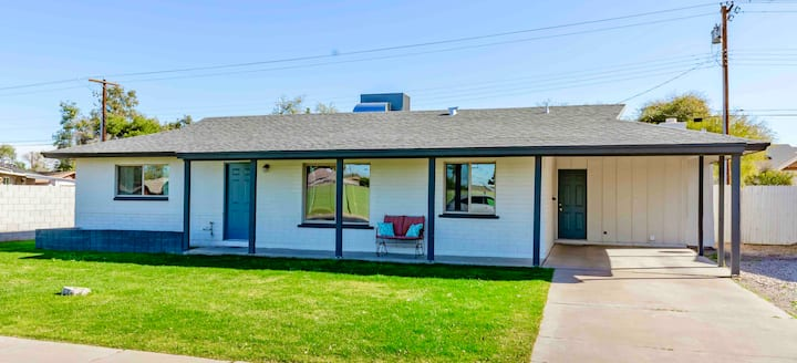 Clean, Remodeled 3BR Home near Cubs Park w/Yard